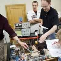 Autoelektriķi apgūst autoelektronikas pamatprincipus